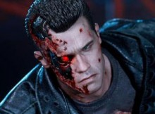 Hot Toys DX 13 Terminator 2 - T-800 Battle Damaged
