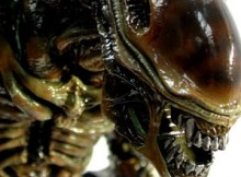 Hot Toys MMS 47 Aliens - Alien Warrior (Brown Repaint Version)