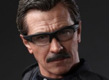 Hot Toys MMS 182 TDK - Lt. Jim Gordon (S.W.A.T. Version)