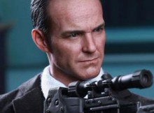 Hot Toys MMS 189 The Avengers - Agent Phil Coulson