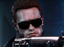 Hot Toys MMS 238 The Terminator - T-800 (Battle Damaged Version)