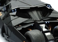 Hot Toys MMS 69 The Dark Knight - Batmobile (Tumbler)