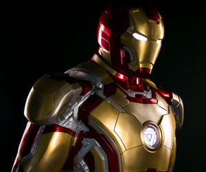 Iron Man Mark 42 Marvel Life-Size Figure